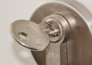 Sicheres Türschloss mit Schlüssel