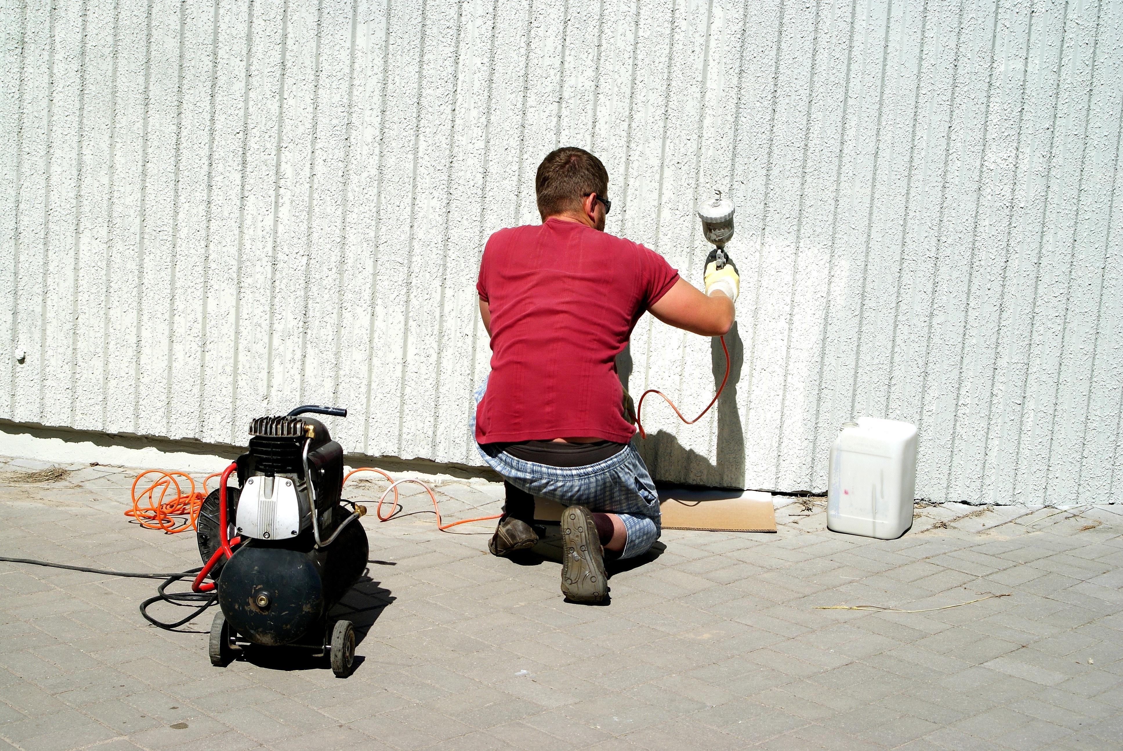 Arbeiter beim Lackieren