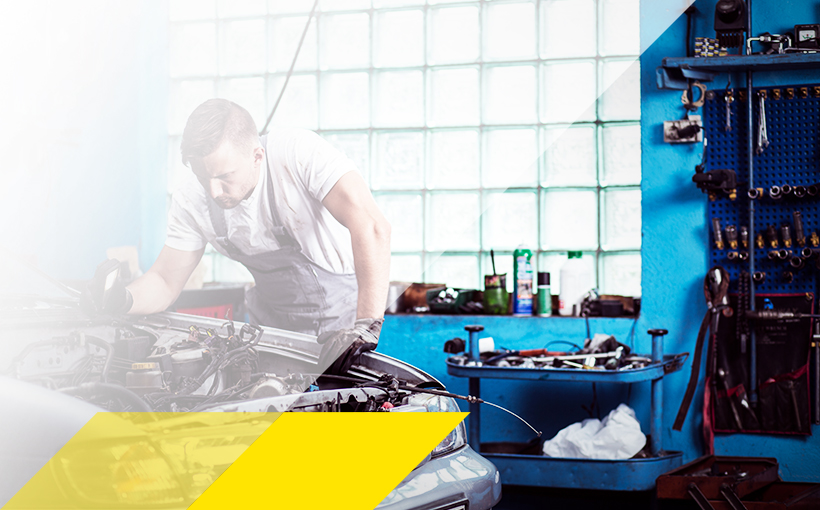 KFZ-Mechaniker im Einsatz