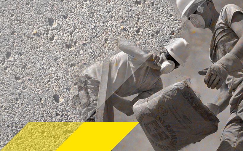 Zwei Bauarbeiter mit Atemschutzmasken