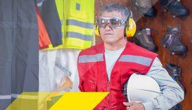 Augenschutz und Gehörschutz tragender Mann