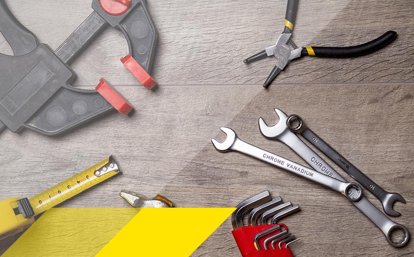 Werkzeug auf Werkbank